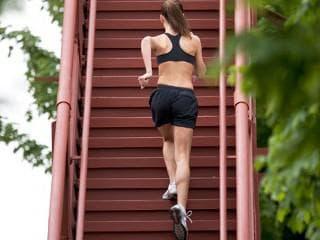 Изкачване на стълби