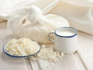 Извара и мляко