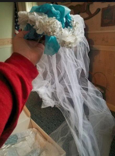 Жена получава сватбената си рокля 32 години по-късно, след като я оставя на химическо чистене