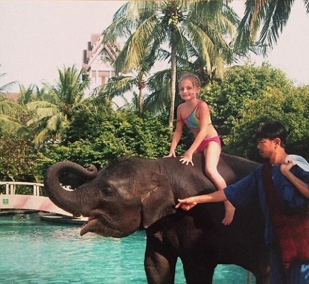слон и момиче