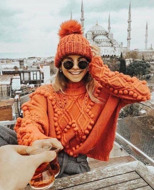 дама в оранжево