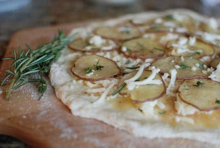 картофена пица с розмарин
