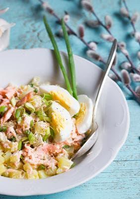 картофена салата с яйца, риба тон и хумус