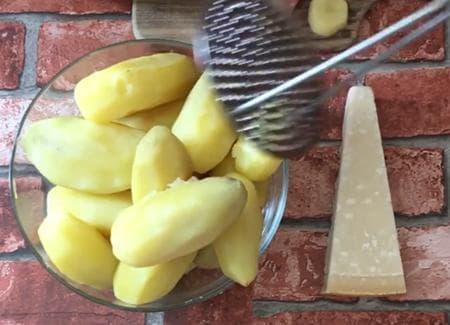 картофени бомбички с прошуто и моцарела на фурна
