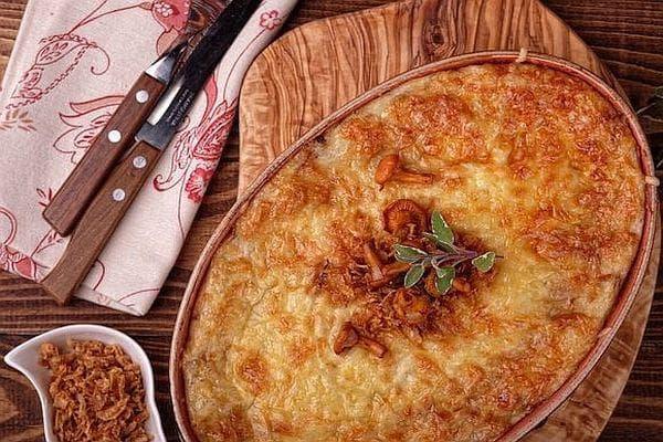 Картофена запеканка с гъби и лук