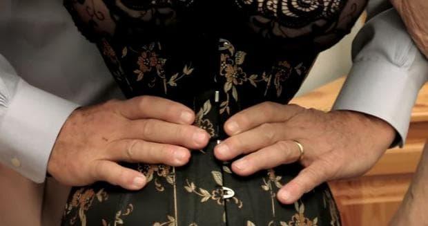 Кати Юнг -  жената с най-тънка талия в света, постигната по изключително мъчителен начин