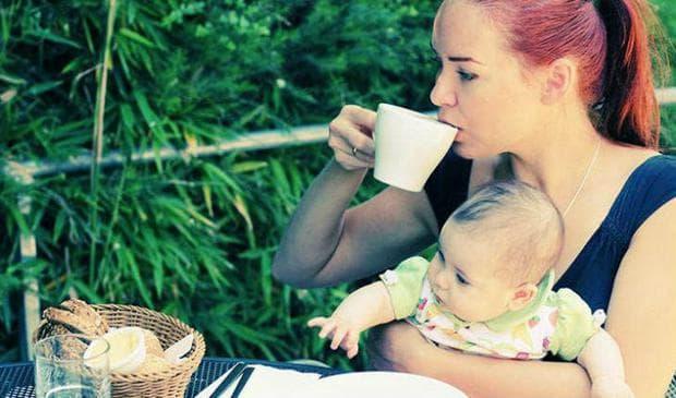 Колко кафе мога да пия по време на кърмене