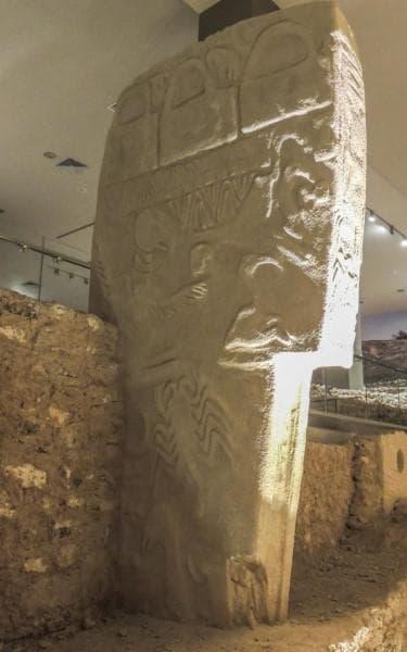 Каменна колона от Гьобекли тепе