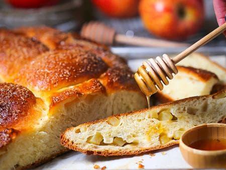 питка с ябълки и мед