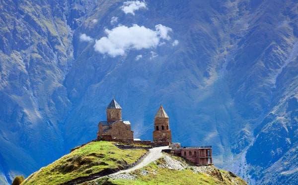 Резултат с изображение за църква Св. Троица, грузия