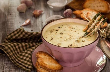 чеснова супа с аспержи