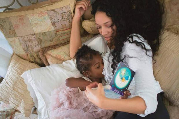 Кърмя осиновено дете