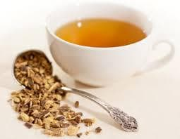Чаша чай и настърган корен ликорис