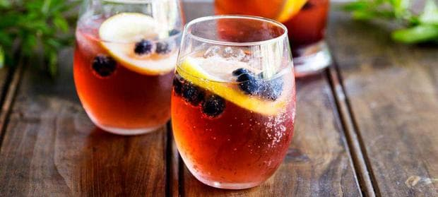 Сок от лимон и червена боровинка