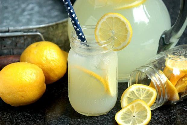 Сок от лимон с вода и мед