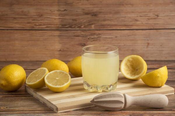 Лимон, вода и мед за облекчаване на гастроезофагеален рефлукс.
