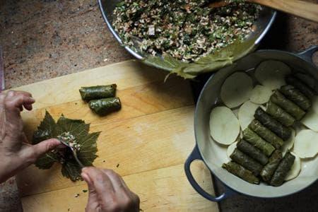 лозови сарми с булгур, месо и ядки