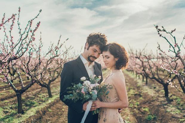 Младоженец и младоженка