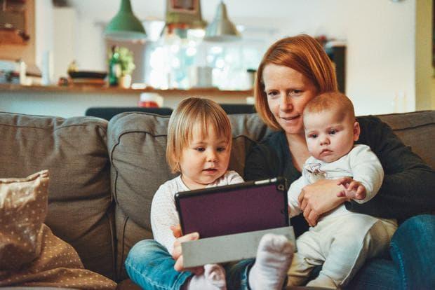Майка с две деца