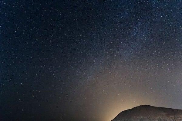 Гледка към Млечния път от пустинята Негев