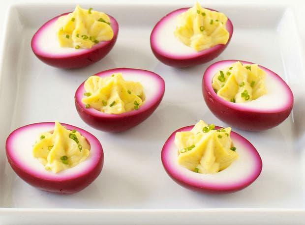 Мариновани яйца в цвекло
