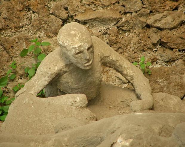 Фигура на загинал човек в Помпей