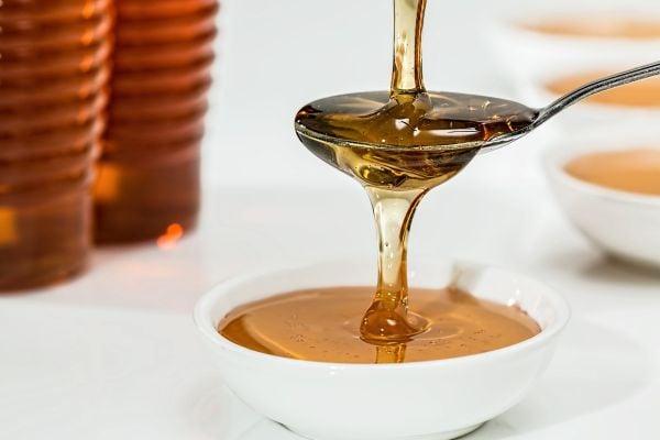 В меда се съдържа малтоза.
