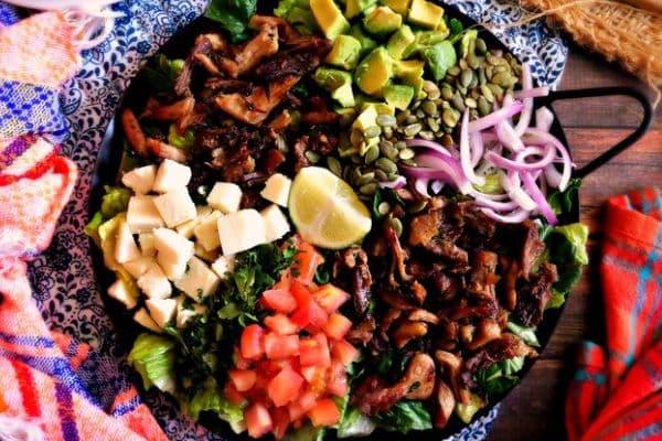 мексиканска салата с печено свинско