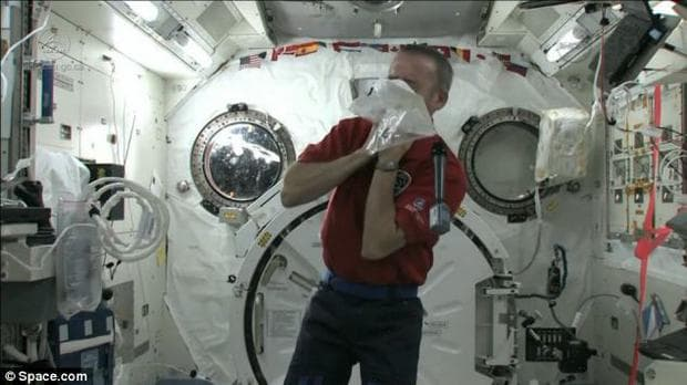 Торбичка за повръщане в космоса