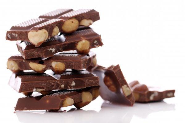 Консумацията на умерени количества млечен шоколад действа благоприятно на сърцето и мозъка.