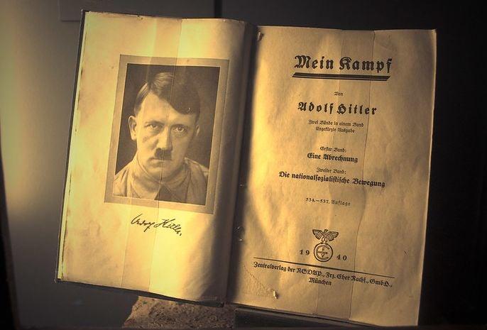 книга Моята Борба, Хитлер