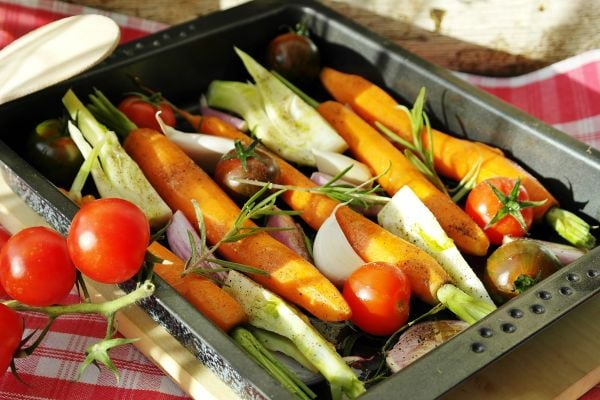 моркови със зеленчуци на фурна