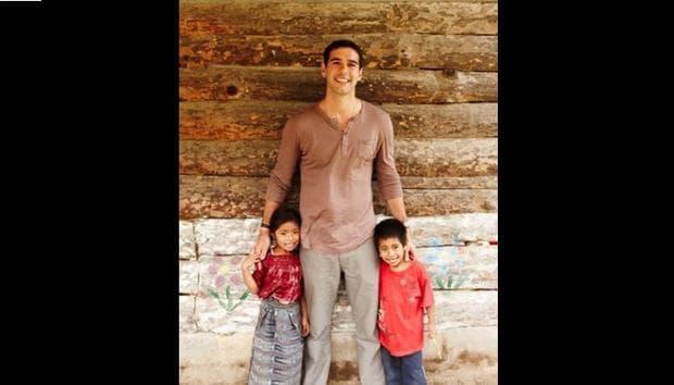 Адам Браун с деца
