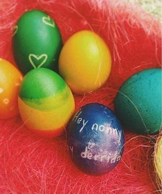 Яйце с надпис