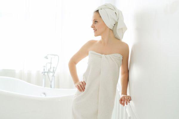 Направете си топла вана с блатен аир за облекчаване на болките от прищипан нерв.