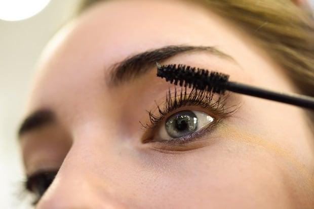 Нараняване на окото с четка от спирала
