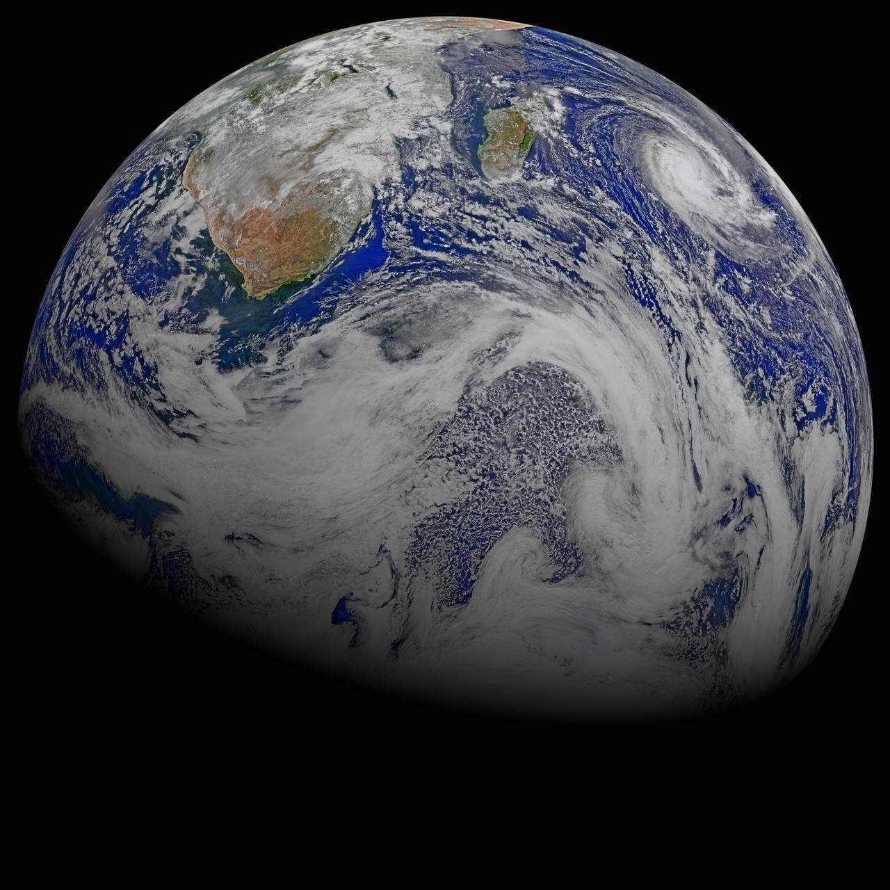 Снимка на Африка и тропически циклон