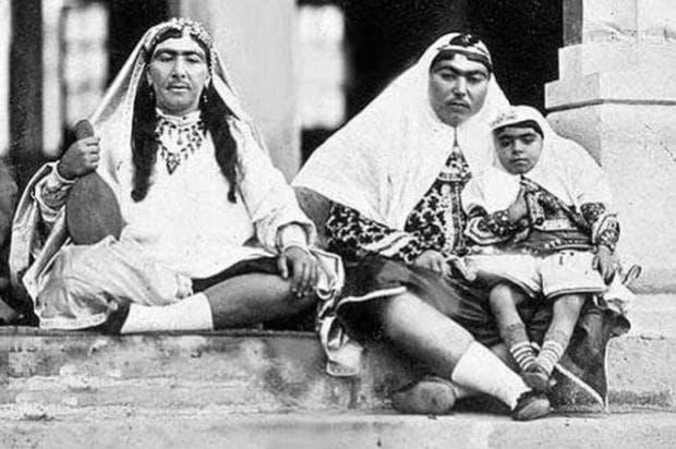 Анис ал-Долех (вдясно) била