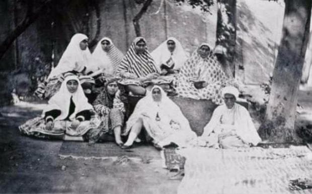 Дамите на Насер ад-Дин Шах Каджар, почиващи си в градините на харема