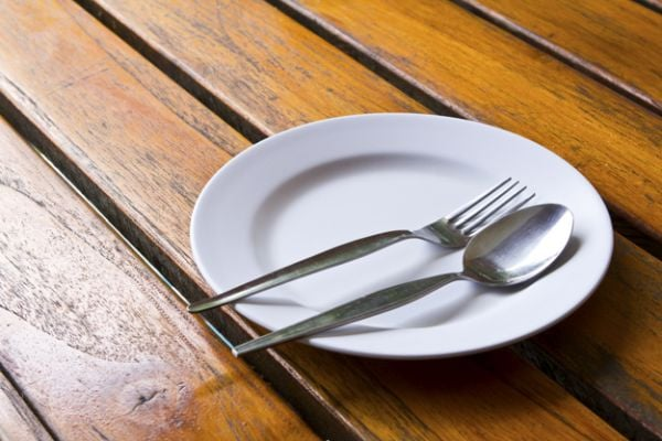 Не гладувайте, защото така забавяте метаболизма си и процеса на отслабване.