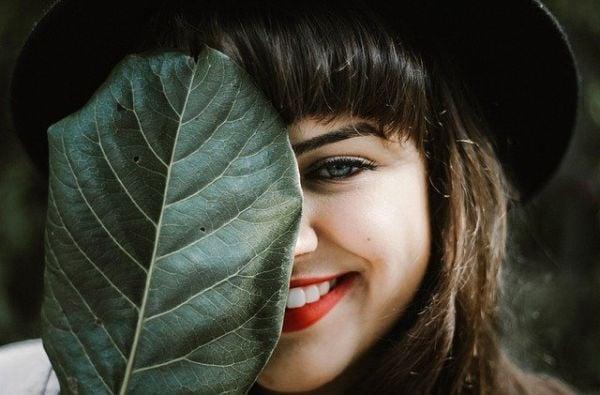 усмихнато момиче, усмихнато момиче с шапка