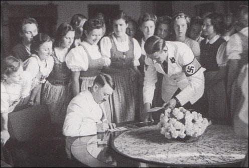 Хитлер и жените