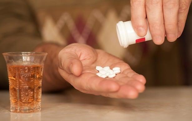 Повишено внимание при прием с храни, алкохол и лекарства