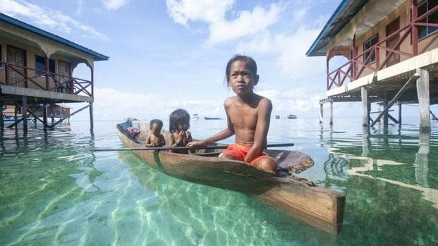 Деца от номадксото племе Баджаоу