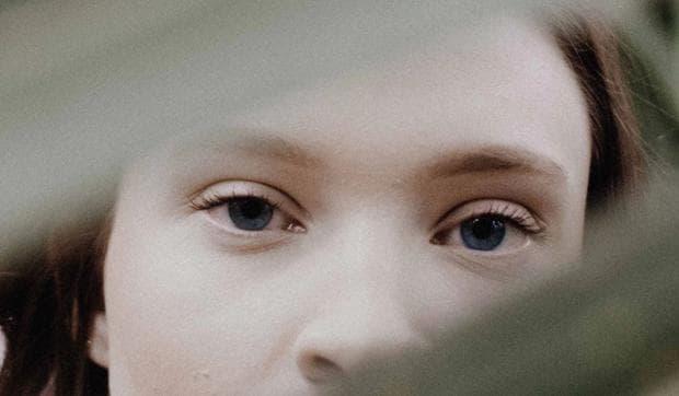Очи на момиче