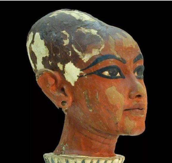 Бюст на египетски фараон