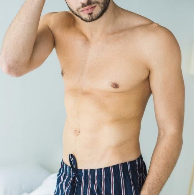 гол мъж