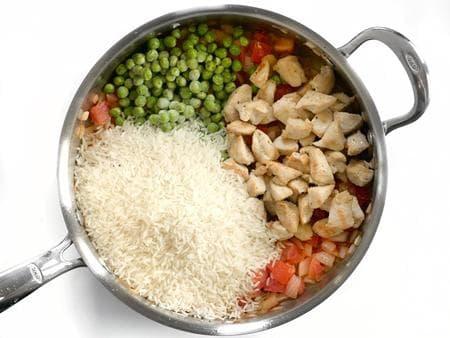 пиле с ориз и пикантен сос