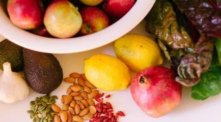 плодове, ядки, чесън