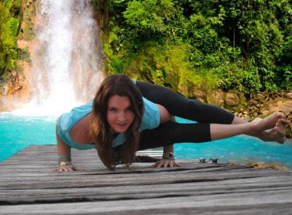 osmougulna-yoga-poza